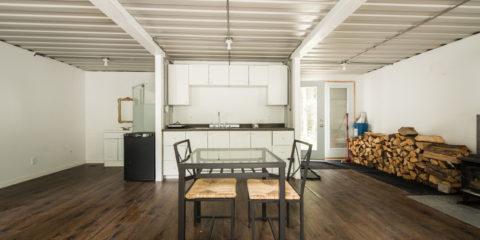Joseph-Dupuis-shipping-container-home-interior_Easy-Resize.com